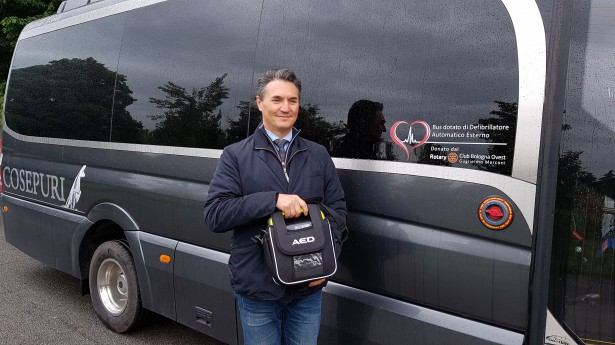 Defibrillators on board Cosepuri buses thanks to the Rotary Club Bologna Ovest